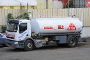 משאית של חברת אלרם גנרטורים שבאמצעותה מסופק שירות תדלוק גנרטורים