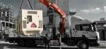גנרטור של אלרם גנרטורים מועמס על משאית באמצעות מנוף